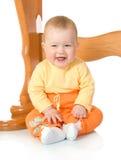 Bebê pequeno que senta-se com a tabela #8 isolada fotos de stock