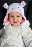 Bebê pequeno que veste um chapéu bonito com orelhas Fotografia de Stock