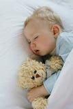 Bebê que dorme na cama Fotografia de Stock