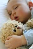 Bebê que dorme na cama Imagens de Stock Royalty Free