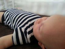 Bebê que dorme na ucha Imagens de Stock Royalty Free