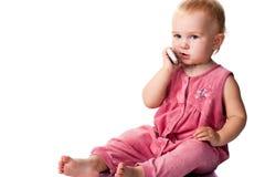 Bebê que fala no telefone móvel fotografia de stock royalty free