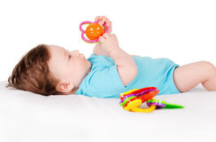 Bebê que joga com brinquedo Imagens de Stock