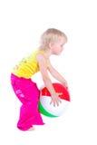 Bebê que joga com esfera colorida Imagens de Stock