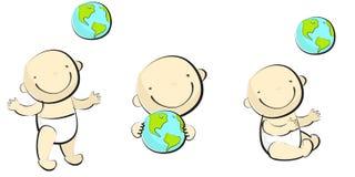 Bebê que joga com globus - 2 Fotos de Stock Royalty Free