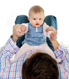 Bebê que joga com paizinho foto de stock