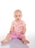 Bebê que joga com uma imagem no fundo branco Fotografia de Stock Royalty Free