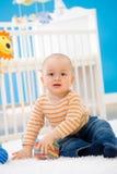 Bebê que joga em casa Imagens de Stock Royalty Free