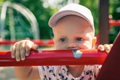 Bebê que joga no campo de jogos apenas Imagens de Stock