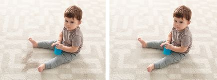 Bebê que senta-se no tapete fotos de stock royalty free