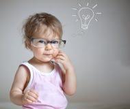 Bebê que tem uma idéia imagens de stock royalty free