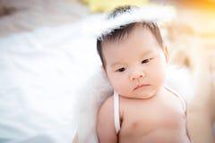 Bebê recém-nascido bonito do close-up imagens de stock