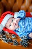 Bebê recém-nascido no tampão do ` s de Santa Claus Imagens de Stock Royalty Free