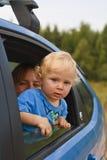 Bebê surpreendido que olha do indicador de carro Fotos de Stock Royalty Free