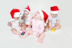 Bebês de Santa que olham acima Fotografia de Stock