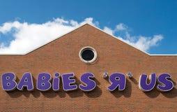 Bebês R nós Signage dianteiro da loja Fotos de Stock Royalty Free