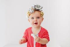 Beb? adornado con un arco como regalo fotografía de archivo