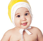 Bebé asiático en un casquillo amarillo Imagen de archivo libre de regalías