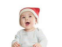 Bebé caucásico en el sombrero de la Navidad aislado Fotografía de archivo libre de regalías
