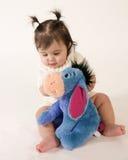 Bebê com animal enchido Fotos de Stock