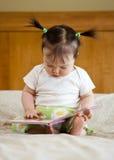 Bebê com livro Imagens de Stock