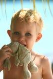 Bebé con el conejo Imagen de archivo libre de regalías