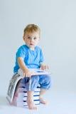 Bebê da leitura Fotos de Stock Royalty Free