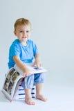 Bebé de la lectura Imágenes de archivo libres de regalías