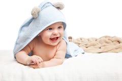 Bebê de rastejamento bonito Imagens de Stock Royalty Free
