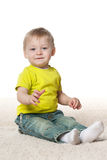 Bebê de sorriso no tapete Imagens de Stock Royalty Free