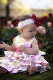 Bebé del resorte con la mariposa Imagenes de archivo