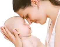 Bebé del sueño, mamá blanda Imagen de archivo