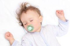 Bebé durmiente agradable Imagen de archivo libre de regalías
