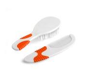 Bebê e crianças escova de cabelo e pente isolados no branco com trajeto Fotografia de Stock