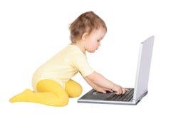 Bebê e portátil Imagem de Stock