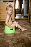 Bebé en el crisol Imagen de archivo