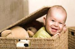 Bebé en la cesta Imagenes de archivo