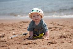 Bebé en la playa Imagen de archivo libre de regalías