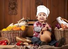 Bebé en un casquillo del cocinero Imagen de archivo libre de regalías