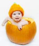Bebê feliz em uma abóbora Fotografia de Stock Royalty Free