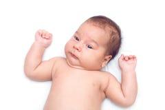 Bebé infantil que pone en el fondo blanco Fotos de archivo