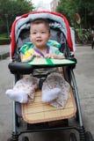 Bebé lindo en el cochecito Foto de archivo libre de regalías