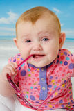 Bebê na praia Fotos de Stock Royalty Free