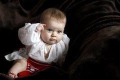 Bebê na roupa romena Fotografia de Stock