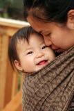Bebê no estilingue Fotografia de Stock