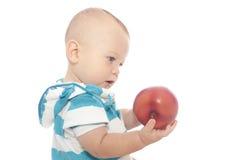Bebê que come Apple Imagens de Stock