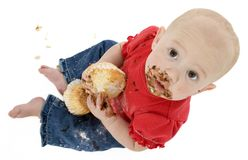 Bebê que come o bolo Foto de Stock Royalty Free