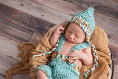 Bebê recém-nascido que veste Pixie Hat Imagem de Stock Royalty Free