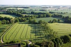 Bebautes Feld von oben Vogelperspektive von Wiesen und von bebauten Feldern Vogelansicht Stockbilder