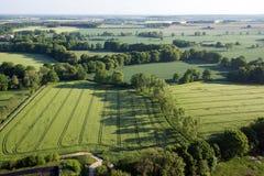 Bebautes Feld von oben Vogelperspektive von Wiesen und von bebauten Feldern Vogelansicht Stockbild